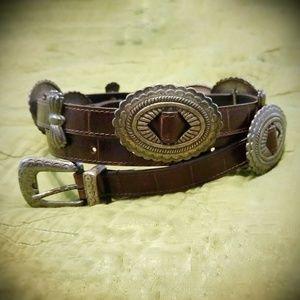 Vtg genuine leather concho belt